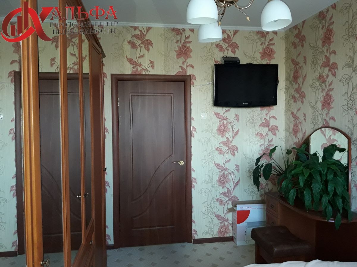 Продам 2-комн. квартиру, Ханты-Мансийский Автономный округ - Югра, Нижневартовск, 60 лет Октября, 44